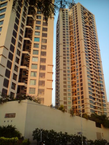 3bhk flat for rent in Oberoi Woods Goregaon East.